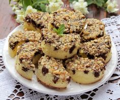 Prajitura Semiluna Romanian Desserts, Salmon Burgers, Fudge, Gem, Caramel, Sweet Treats, Muffin, Sweets, Cookies