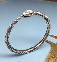 https://www.etsy.com/it/listing/226074119/ouroboros-bracelet