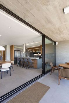 Gallery of House / Martin Arquitetura + Engenharia - 14 Open Plan Kitchen Living Room, Kitchen Room Design, Modern Kitchen Design, Modern House Design, Interior Design Kitchen, Villa Design, Home Renovation, Home Remodeling, Design Case