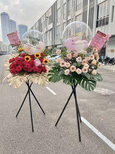 Balloon Decorations, Flower Decorations, Wedding Decorations, Balloon Flowers, Balloon Bouquet, Paper Flower Decor, Paper Flowers, Beautiful Flower Arrangements, Floral Arrangements