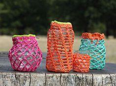Конечно, вязание из пакетов у нас уже давно в ходу  и наши мастерицы(которые даже не дизайнеры) делают очень красивые вещи: вязанные сумки из пакетов, разные вязанные контейнеры, коврики из пакетов, тапочки и прочие уютные и милые вещицы.