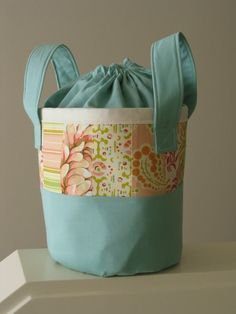 Bagsket tutorial - nice basket with drawstring top.  I can totally see this as a crafting bag for yarn.
