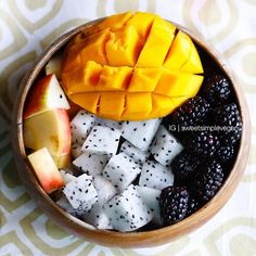 Mango, Fuji Apple, Dragon Fruit + Blackberries, yum! More on sweetsimplevegan.com!