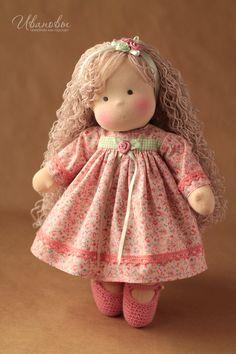 Love her hair! Doll Crafts, Diy Doll, Doll Toys, Baby Dolls, Homemade Dolls, Sewing Dolls, Doll Maker, Waldorf Dolls, Soft Dolls