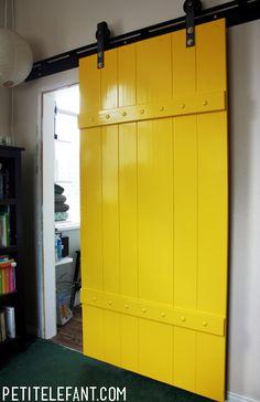 I love this yellow bathroom sliding door - Petit Elefant