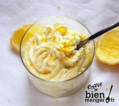 Mix the mascarpone, the sugar, the juice and the lemon peel. Whip the cream into a firm chantilly. Delicately add this mascarpone whipped cream. Pour the mixture into verrines and let cool at least 4 hours before serving. Mousse Dessert, Creme Dessert, Lemon Mousse, Lemon Curd, Easy Desserts, Delicious Desserts, Dessert Recipes, Lemon Recipes, Sweet Recipes