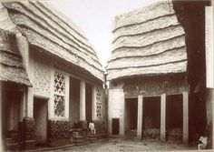 Architecture of the Asante empire. Photographies of the abandonned houses, taken after the destruction of the empire by the British