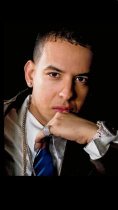 "Daddy Yankee: ""A Don Omar le hace falta vender discos"" Daddy Yankee, Eminem, Puerto Rican Singers, Glossy Eyes, Love Now, Celebrity Portraits, Record Producer, How To Look Better, Celebrities"
