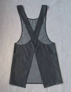 Resultado de imagen para no sew cross back apron Sewing Aprons, Sewing Clothes, Diy Clothes, No Sew Apron, Japanese Apron, Japanese Style, Pinafore Apron, Do It Yourself Fashion, Linen Apron
