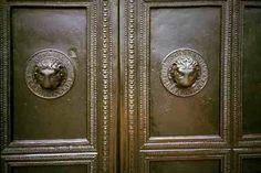 The main entrance of Aachen Cathedral has bronze doors with lion's head handles by an anonymous  Carolingian artist (750-987)