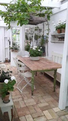 garden patio dining area, country cottage with stone floor and rustic style Garten Terrasse Essberei Outdoor Rooms, Outdoor Living, Outdoor Decor, Indoor Garden, Outdoor Gardens, Big Garden, The Garden Room, Cottage Garden Patio, Conservatory Garden