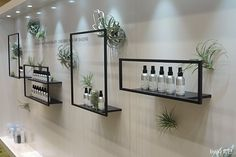 shelves in bathroom Nail Salon Decor, Beauty Salon Decor, Beauty Salon Design, Salon Interior Design, Beauty Salon Interior, Schönheitssalon Design, Shelf Design, Booth Design, Store Design