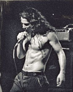 Chris Cornell awesome voice RIP!