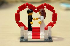 If I ever get married, I want this LEGO cake topper!!!