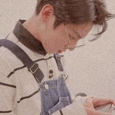That glasses! And that hairstyle! U wanna kill me, Right Kookie? Jung Kook, Busan, Jungkook Oppa, Bts Bangtan Boy, Taehyung, Jungkook Glasses, Foto Bts, Jikook, K Pop