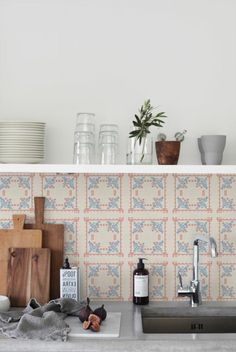 carrelage murale castorama mur coloré beige et bleu dans la cuisine moderne