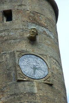 Cadran solaire sur un clocher
