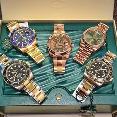 Happy  #FathersDay  Huge selection of gold and 2 Tone  pieces . . #Rolex #submariner #daydate40 #skydweller #rosegold #bluekit #116613lb #116618lb #116613ln #116713ln #326935 #chocolate