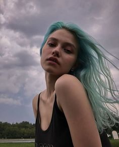 dyed hair everywhere Short Dyed Hair, Dyed Hair Ombre, Dyed Hair Purple, Dyed Hair Pastel, Dye My Hair, Pretty Hairstyles, Wig Hairstyles, Inspo Cheveux, Best Human Hair Wigs