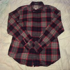 St. John's Bay brushed flannel shirt Who doesn't love an oversized flannel!? Men's size small. This shirt is in great condition! Only worn a few times with the sleeves rolled for a cute, cozy look! St. John's Bay Tops Button Down Shirts