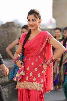 Monica Gill is an American model, actress and beauty pageant title holder. She won the Miss India Worldwide 2014 on 21 June Punjabi Salwar Suits, Pakistani Suits, Indian Suits, Indian Dresses, Patiala Salwar, Anarkali, Lehenga, Kurti, Punjabi Fashion