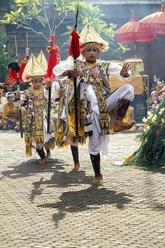 Witness a dance performance: the Baris dance