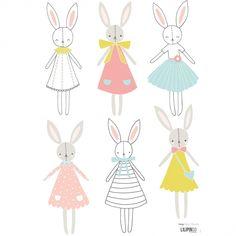 Le sticker A3 lapins fille Sweet Bunnies by Flora Waycott pour Lilipinso s'applique facilement sur toutes les surfaces lisses et propres. Un sticker aux couleurs et aux motifs délicats pour un décor plein de tendresses.