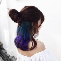 A hidden galaxy of hues on the inner layers. A hidden galaxy of hues on the inner layers. Dyed Natural Hair, Dyed Hair, Under Hair Dye, Hair Colour Design, Galaxy Hair, Gorgeous Hair Color, Hair Color And Cut, Hair Dye Colors, Mermaid Hair
