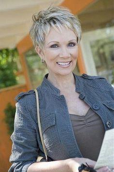 Korte kapsels oudere vrouwen 2016