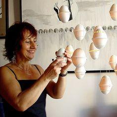 Benvinguts al Terracotta Museu. Artesà, creador, artista, gairebé un alquimista, el ceramista de la Bisbal és sovint el darrer esglaó d'una família de generacions dedicades a l'antiga feina de...