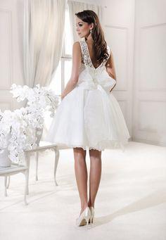 a046a783ce Salon sukien ślubnych Mavi w Otwocku i Garwolinie zaprasza Panie Młode z  Warszawy do obejrzenia kolekcji sukien firmy Agnes. Zapraszamy.