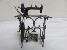 Vintage-Germany-Made-SEWING-MACHINE-w-Table-Gold-Trim-w-Tread-Metal-Miniature