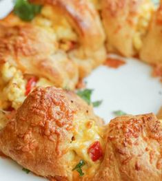 Cheesy Breakfast Ring - delicious bacon and pepper-filled eggs inside a ring of delicious crescent roll dough. Its our new favorite breakfast recipe! Breakfast Ring, Breakfast Recipes, Breakfast Ideas, Breakfast Club, Brunch Ideas, Breakfast Strata, Breakfast Tacos, Breakfast Dishes, Crescent Roll Dough