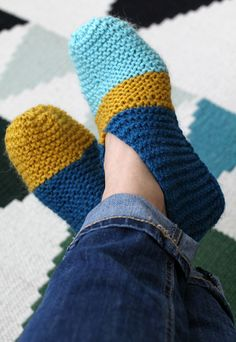 I only knew them as tossut until i was in first grade. Knitted Slippers, Crochet Slippers, Crochet Lace Edging, Knit Crochet, Easy Knitting Patterns, Crochet Fashion, Knitting Socks, Design Crafts, Crocheting