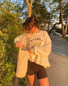 Cute Lazy Outfits, Teen Girl Outfits, New Outfits, Spring Outfits, Trendy Outfits, Cool Outfits, Fashion Outfits, London Outfit, Aesthetic Clothes
