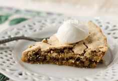 Also known as Ritz Cracker Pie or Soda Cracker Pie, this simple Mystery Pie yields a crispy shell and nutty, rich filling. Sweets Recipes, Just Desserts, Cookie Recipes, Soda Crackers, Ritz Crackers, Ritz Cracker Recipes, Cookie Cake Pie, Vintage Recipes, Cookies