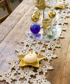 What a splendidly pretty crochet snowflake patterned table runner