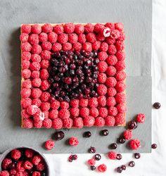 Tarte framboises/myrtilles et à la crème d'amandes // Raspberry/blueberry tart with almonds cream
