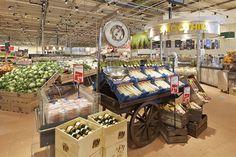 Чудесный магазин продуктов DekaMarkt в Нидерландах