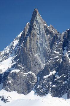 Torres Del Paine National Park, Mountain Wallpaper, Nature Images, Bergen, Trekking, Patagonia, Landscape Photography, Artworks, Beautiful Places