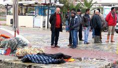 Alguns corpos do naufrágio chegaram às praias turcas (foto: EPA)