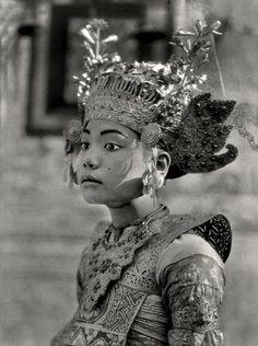 E.O. Hoppé, Dancing Girl, Bali, 1930