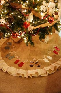 Mitten Applique Tree Skirt (add a new set of mittens for each new family member) *cuff on each mitten set with family members name and birthdate - add wedding date as people marry???