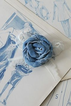 ...a blue jeans rosette?!....what a great way to use up my scraps from hemming up so many jeans!....got to try it!!... =0))