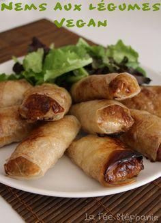 Crispy spring rolls with vegetables, baking - Foodilicious - Raw Food Recipes Raw Food Recipes, Veggie Recipes, Asian Recipes, Healthy Recipes, Vegan Vegetarian, Vegetarian Recipes, Plat Vegan, Baked Vegetables, Weird Food