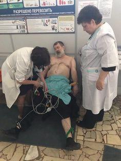 Задержанного оппозиционера Вячеслава Мальцева погрузили в самолет на носилках из-за резкого ухудшения здоровья Подробнее http://www.nversia.ru/news/view/id/103569 #Саратов #СаратовLife