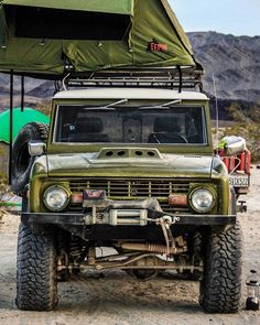 My dream camping rig.  ____________________________________  📩 DM us your classic car picture for a chance to be featured. Old Ford Bronco, Bronco Truck, Early Bronco, Jeep Truck, Jeep 4x4, Classic Bronco, Classic Ford Broncos, Classic Trucks, Classic Cars