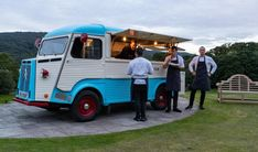 street food: Lakes foodie y la nostalgia de servir pizza en una camioneta pickup. Hampshire, Nostalgia, Vehicles, Antique Cars, Wine Cellars, Pickup Trucks, Hampshire Pig, Rolling Stock, Vehicle