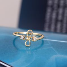 $1.33    Fashion Four Leaves Clover Shaped 18K Gold Plated Copper Finger Ring Inlaid White Zircon http://www.eozy.com/fashion-four-leaves-clover-shaped-18k-gold-plated-copper-finger-ring-inlaid-white-zircon.html