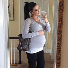 Jennifer Stano cute pregnancy outfit